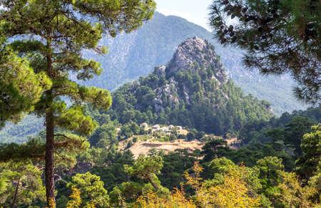 Summer landscape, little village on the mountain side in the highlands of Turkey Imagens