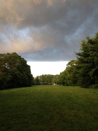 Wolken sammelten sich zu regnen Standard-Bild - 22586370