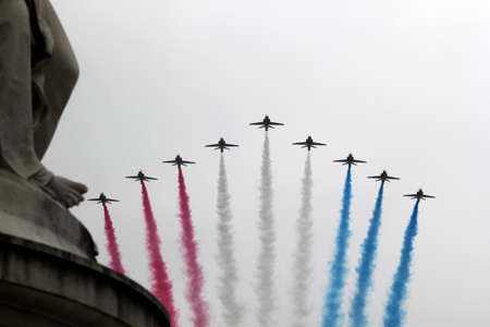 red arrows: The Red Arrows flypast at Buckingham Palace 2015 during Trooping the Colour