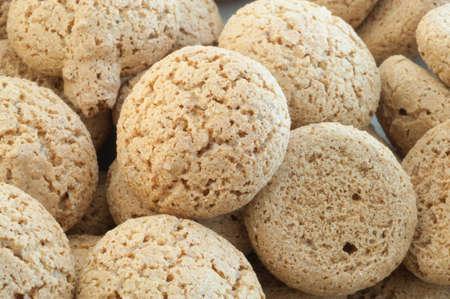 triglycerides: detalles macro de macarrones galletas en el fondo blanco