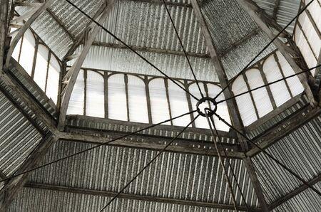 Détail urbain : intérieur du plafond du marché de San Telmo, à Buenos Aires, Argentine