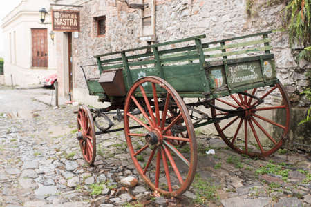 Colonia del Sacramento / Uruguay; Jan 2, 2019: old carriage parked in a small cobbled colonial street in the historical center of the city Imagens