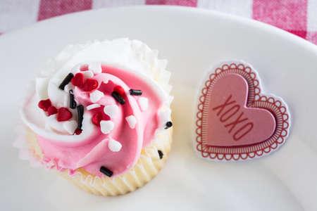 xoxo: Valentines Day Cupcake with XOXO sign close up Stock Photo