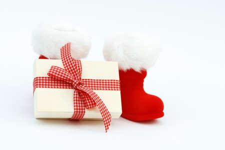 botas de navidad: Xmas present and Christmas boots on white