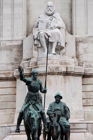 don quijote: Don Quijote, Sancho Panza y Cervantes en la Plaza de Espa�a Foto de archivo