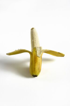 Vertical photograph of a half-peeled banana. Banque d'images