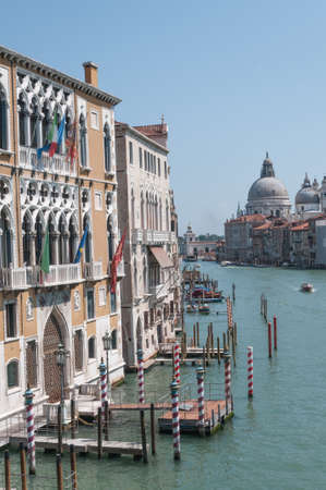 vacance: Canal in Venice Italy vertical