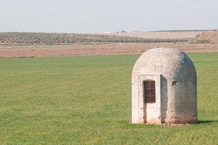 cisterna: Cisterna en los campos de Marchena Andaluc�a Espa�a