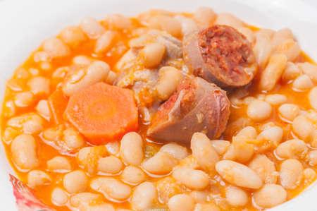 potage: potaje de frijoles con papas chorizo ??t�pico Andaluc�a
