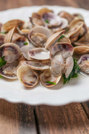 wine sauce: clams in wine sauce garlic and parsley