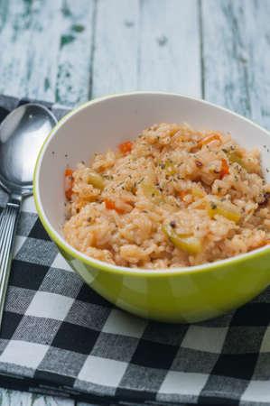 queso rallado: arroz con zanahorias calabacín y queso rallado