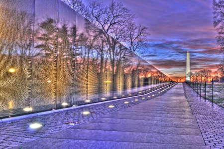 日の出、ワシントン DC のワシントン記念塔