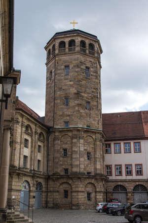 octogonal: El campanario octogonal construido en 1656 en Bayreuth, ubicado y cerca del antiguo castillo La torre que dise�� por Caspar Fischer y es com�nmente conocida como la