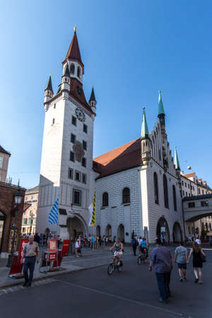 vital: Marienplatz also called Marys Square is one of the most vital places in Munich with the old town hall and numerous cafes and shops