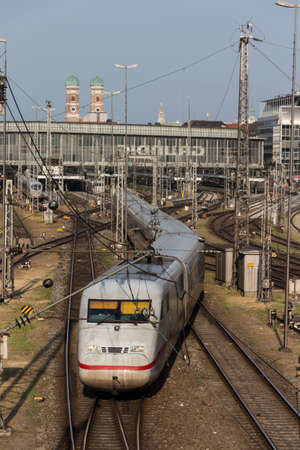 treno espresso: Central railway station in Munich with arriving trains leaving and a lot of rail tracks, what picture taken from the Hackerbruecke
