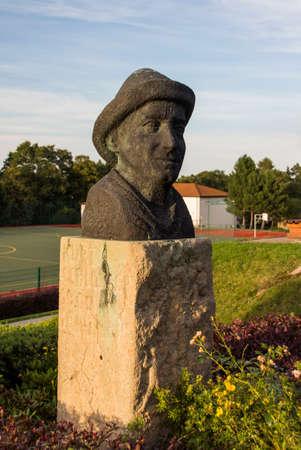 educacion fisica: La estatua de Kurt Schlosser se encuentra en el complejo del Sportschule, un colegio de educaci�n f�sica patrocinado por el estado federal de Sajonia Editorial