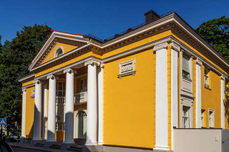 registro: The civil registry office building is located at Mandelstrasse close to the English Garden and it is one of the famous wedding places in Munich
