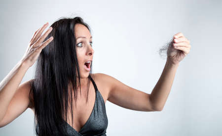 femme cheveux noirs: Woman is looking shocked to her lost hair