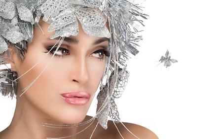 labbra sensuali: Ragazza di bellezza di Natale con labbra sensuali. Trucco e acconciatura di vacanza Archivio Fotografico