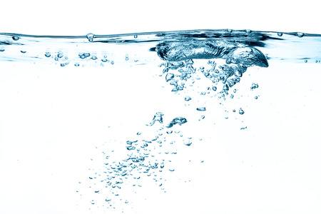 Close-up van zuurstof bubbels geïsoleerd op wit