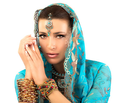 exotic woman: Beautiful hindu woman with traditional clothes, jewelry and makeup