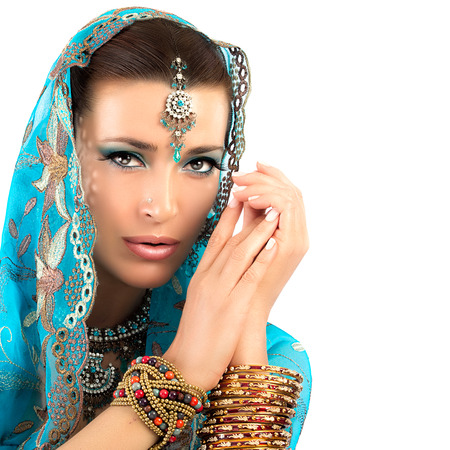 Beautiful hindu woman with traditional clothes, jewelry and makeup