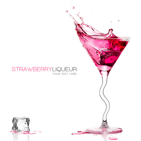 Stylish cocktail glass with strawberry liquor splashing out, close-up isolated on white Standard-Bild