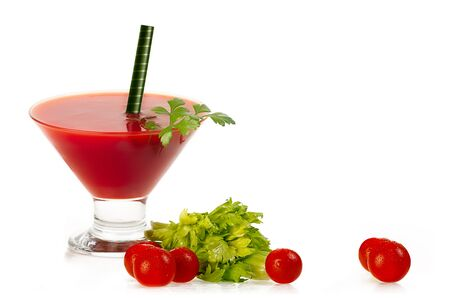 tomato cocktail: Pomodoro cocktail servito in un bicchiere da martini conica