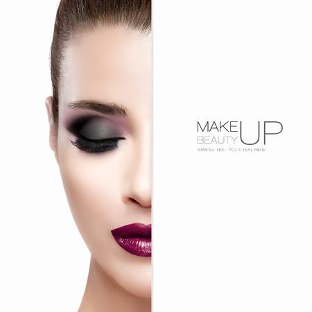 maquillage: Beauté et le concept de maquillage avec moitié du visage d'une belle jeune femme avec les yeux fermés. Une peau parfaite. Lèvres bordeaux à la mode et les yeux enfumés. Cils à la mode. Portrait haute couture isolé sur blanc avec le texte de l'échantillon