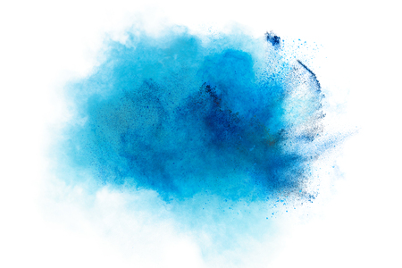 Pulverexplosion. Nahaufnahme eines blauen Staubpartikel Explosion isoliert auf weiß. Zusammenfassung Hintergrund Standard-Bild - 57883619