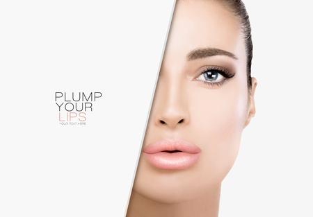 Schitterend schoonheidsmodel met volle lippen in trendy make-up, zachte smoky eye en foundation op een smetteloze huid.