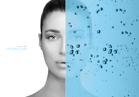 Beauty concept with hydrating water overlay over the face of a gorgeous young woman Zdjęcie Seryjne