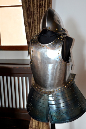 Armor, castle Fagaras, Construction of the fortress began in 1310, over an old fortification of earth and wood dating from the twelfth century. The purpose of building the city was essentially strategic, more precisely in defense of southern Transylvania
