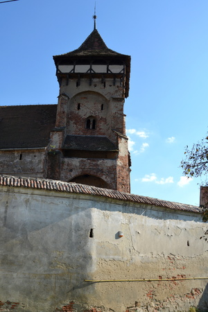 central european: Fortified medieval church in Vineyard Valley, Transylvania Valea Viilor fortified church is a Lutheran fortified church in Valea Viilor (Wurmloch), Sibiu County, in the Transylvania region of Romania. Stock Photo