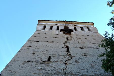 Tower of the medieval fortified saxon church Saschiz Keisd, Transylvania. Foto de archivo