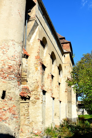biertan: Fortified medieval church in Vineyard Valley, Transylvania Valea Viilor fortified church is a Lutheran fortified church in Valea Viilor (Wurmloch), Sibiu County, in the Transylvania region of Romania. It was built by the ethnic German Transylvanian Saxon  Stock Photo