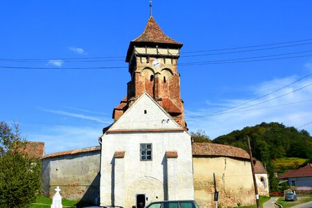 suggestive: Fortified medieval church in Vineyard Valley, Transylvania Valea Viilor fortified church is a Lutheran fortified church in Valea Viilor (Wurmloch), Sibiu County, in the Transylvania region of Romania. It was built by the ethnic German Transylvanian Saxon  Stock Photo