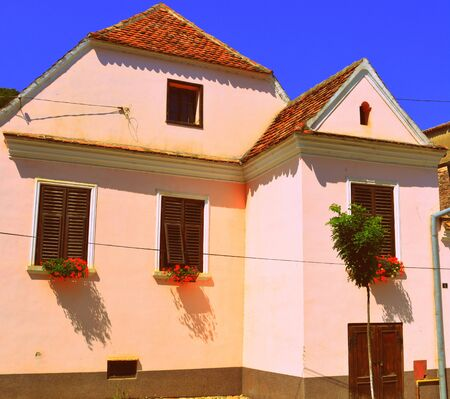unesco: Typical house in the village Biertan. Biertan is one of the most important Saxon villages with fortified churches in Transylvania, having been on the list of UNESCO World Heritage Sites since 1993. The Biertan fortified church was the see of the Lutheran  Stock Photo