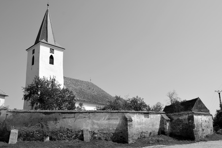 Fortified medieval saxon church in Cincsor-Kleinschenk, Sibiu county, Transylvania, Romania.  The church with a tower on the west is built in 1427. In the middle of the 15th century the first enclosure was erected Stock Photo