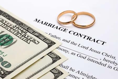 結婚契約のお金や金のリング