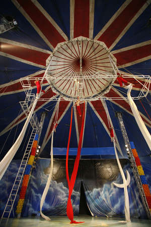 trapeze show in brazilian circus