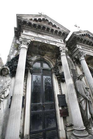 evita: cemetery la recoleta in buenos aires Editorial