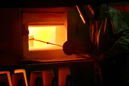 worker in owen foundry to industry Imagens