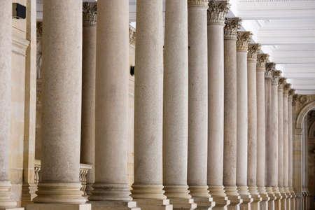밀 Colonade, 코로 첸 (Corinthian) 기둥이있는 네오 르네상스 구조, 카를로 비 바리, 체코 공화국