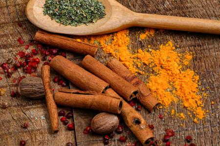 seasonings red pepper, cinnamon, nutmeg, oregano and tumeric on wooden rustic table Imagens