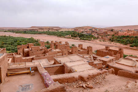 Fortified City (Ksar) with Mud Houses in the Kasbah Ait Ben Haddou near Ouarzazate in the Atlas Mountains of Morocco. UNESCO World Heritage Site since 1987. Several films have been shot there Standard-Bild - 129720624