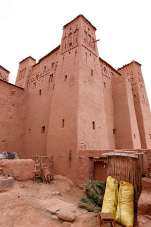Fortified City (Ksar) with Mud Houses in the Kasbah Ait Ben Haddou near Ouarzazate in the Atlas Mountains of Morocco. UNESCO World Heritage Site since 1987. Several films have been shot there Standard-Bild - 129720628