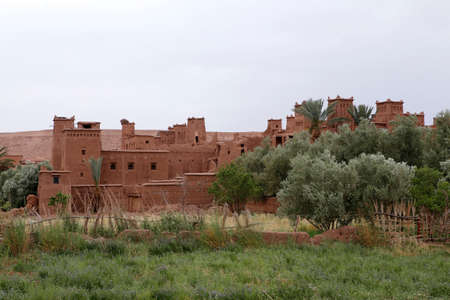 Fortified City (Ksar) with Mud Houses in the Kasbah Ait Ben Haddou near Ouarzazate in the Atlas Mountains of Morocco. UNESCO World Heritage Site since 1987. Several films have been shot there Standard-Bild - 129744465