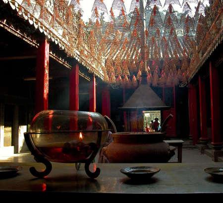 believers: Inside a vietnamese temple i Ho Chi Minh Ville