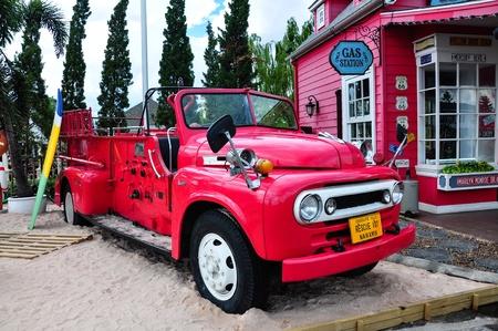 camion pompier: Camion � incendie antique